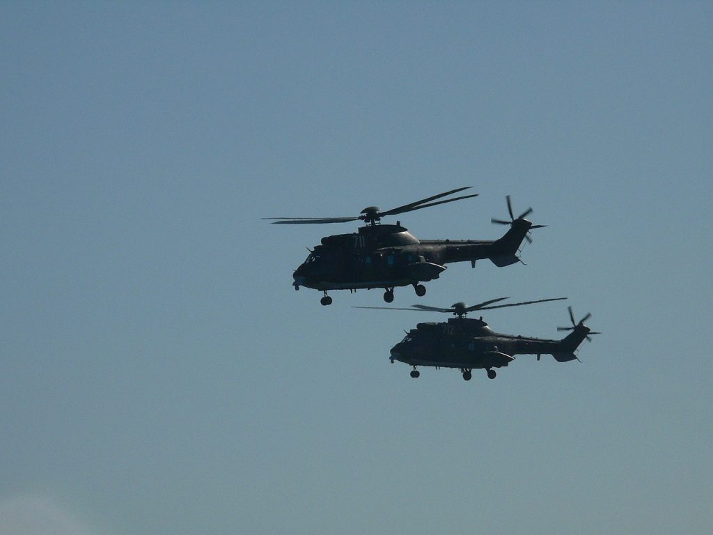 military-helicopters-900058_1280