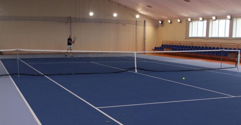 """Pierwotnie planowano basen, a jest kort tenisowy i sala tańca. """"Takiego obiektu w regionie brakowało"""" (FILM, ZDJĘCIA)"""