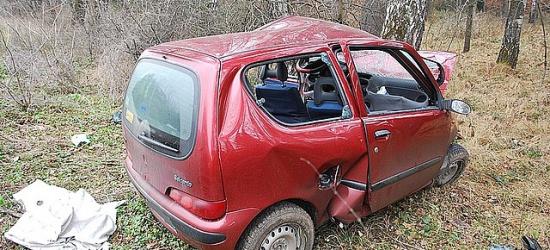 Stracił panowanie nad pojazdem, zjechał z jezdni i uderzył w drzewo. Pięć osób trafiło do szpitala (ZDJĘCIA)