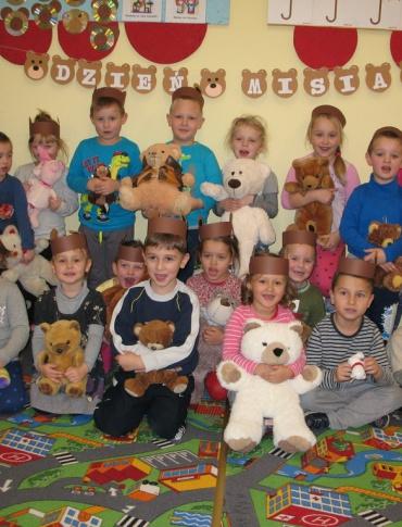 Światowy Dzień Pluszowego Misia. Przedszkolaki z Zagórza świętowały jego 114 urodziny (ZDJĘCIA)
