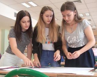 Nauka przez zabawę i zdrową rywalizację. English Day w zagórskim gimnazjum (FILM)
